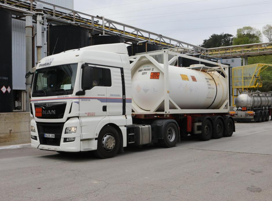 We operate our own modern fleet of cisterns and iso-containers